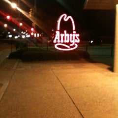 Photo taken at Arby's by Vh A. on 5/4/2012