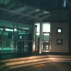 Photo taken at 구성도서관 Guseong Library by Moon Sung P. on 2/14/2012