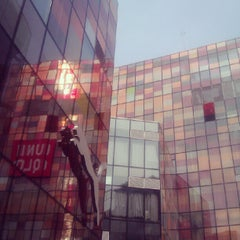Photo taken at 三里屯太古里 Taikoo Li Sanlitun by Peipei C. on 8/10/2012