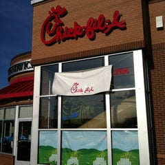 Photo taken at Chick-fil-A by Lisa K. on 5/8/2012