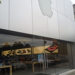 Photo taken at Apple Store, Lehigh Valley by CJ on 7/19/2012