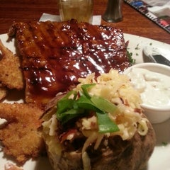 Photo taken at Tony Roma's Ribs, Seafood, & Steaks by Gabriela G. on 9/1/2012