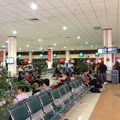 Photo taken at Gate T5 by Chee Eng G. on 8/5/2012