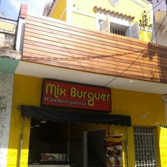 Photo taken at Mix Burguer Hamburgueria by Marcos B. on 4/13/2012