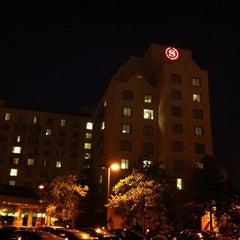 Photo taken at Sheraton Suites Columbus by Ekameva W. on 6/20/2012