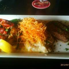 Photo taken at Pappadeaux Seafood Kitchen by Richard N. on 9/13/2012
