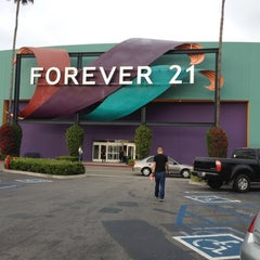 Photo taken at Forever 21 by Marianne Q. on 6/16/2012