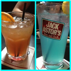 Photo taken at Jack Astor's Bar & Grill by S R. on 7/19/2012