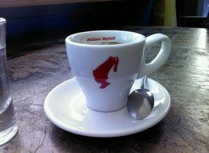 Кофейня Эскадрилья / Eskadrilia Cafe & Coffee