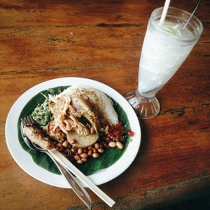 Nasi Ayam Kedewatan Ibu Mangku