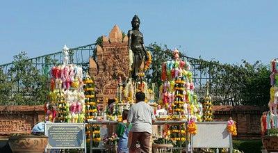 Photo of Historic Site อนุเสาวรีย์พระนางจามเทวี at Thailand