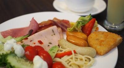 Photo of Chinese Restaurant White Rose Cafe at 21 Mount Elizabeth York Hotel, Singapore 228516, Singapore