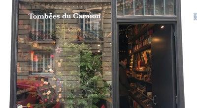 Photo of Antique Shop Tombées du Camion at 17 Rue Joseph De Maistre, Paris 75018, France