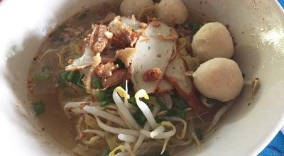 Photo of Ramen / Noodle House ครัวข้าวหอม ก๋วยเตี๋ยวหมูริมคลอง at ซอยข้างวัดศรีวารีน้อย, Bang Sao Tong 10540, Thailand
