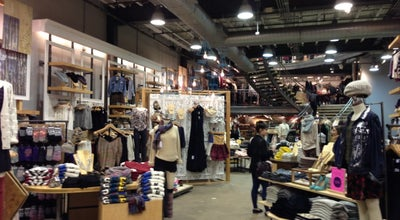 Photo of Clothing Store Urban Outfitters at 1627 Walnut St, Philadelphia, PA 19103, United States