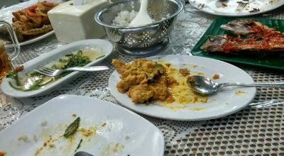 Photo of Seafood Restaurant Rumah Makan New Ratu Gurih at Jalan Diponegoro, Ambon, Indonesia