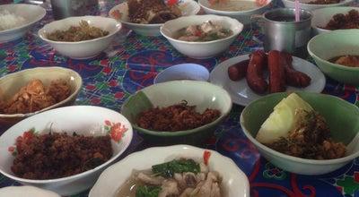 Photo of Asian Restaurant ร้านข้าวแกง 200ปี เมืองเพชร at Ton Mamuang, Thailand