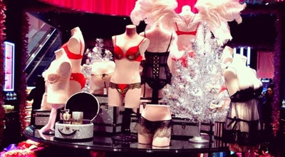 Photo of Lingerie Store Victoria's Secret at 901 Avenue Of The Americas, New York, NY 10001, United States