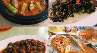 Photo of Chinese Restaurant 香记中泰海鲜餐市 Restoran Hiang Kee at Nibong Tebal 14300, Malaysia