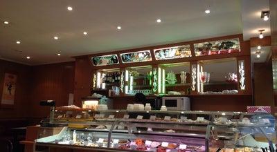 Photo of Asian Restaurant Cinq Délices at 55 Rue De Tocqueville, Paris 75017, France