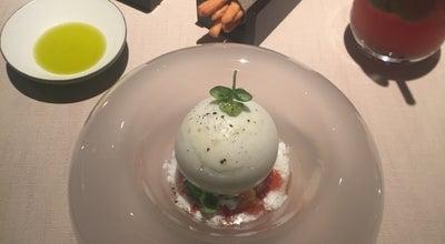 Photo of Restaurant Vun at Via Silvio Pellico 3, Milano 20121, Italy