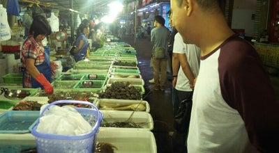 Photo of Seafood Restaurant 湾仔海鲜街 Wanzai Seafood Street at Zhuhai, Gu, China