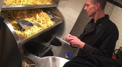 Photo of Fast Food Restaurant De Frietsteeg at Heisteeg 3, Amsterdam 1012WC, Netherlands
