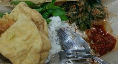 Photo of Vegetarian / Vegan Restaurant Nasi Pecel Bu Tinuk at Jl. Soekarno Hatta, Malang, Indonesia
