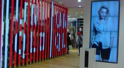 Photo of Clothing Store ユニクロ 銀座店 (UNIQLO GINZA) at 銀座6-9-5, 中央区 104-0061, Japan