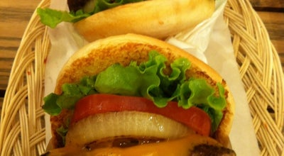 Photo of Burger Joint フレッシュネスバーガー 千里大丸プラザ店 at 新千里東町1-1-1, 豊中市 560-0082, Japan