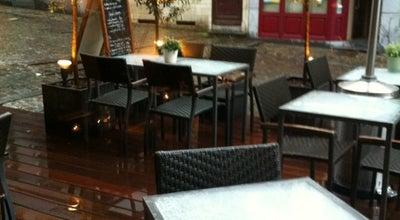 Photo of Belgian Restaurant et qui va ramener le chien at Rue De Rollebeek 2, Brussels 1000, Belgium