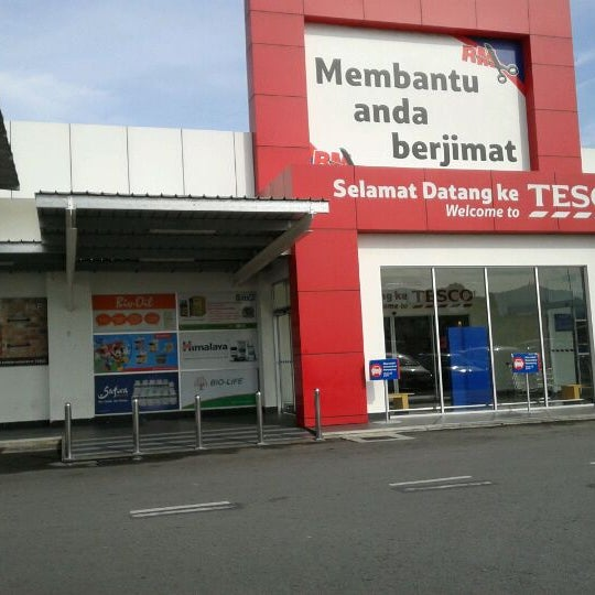Photo taken at Tesco by Ahmas Z. on 3/1/2012