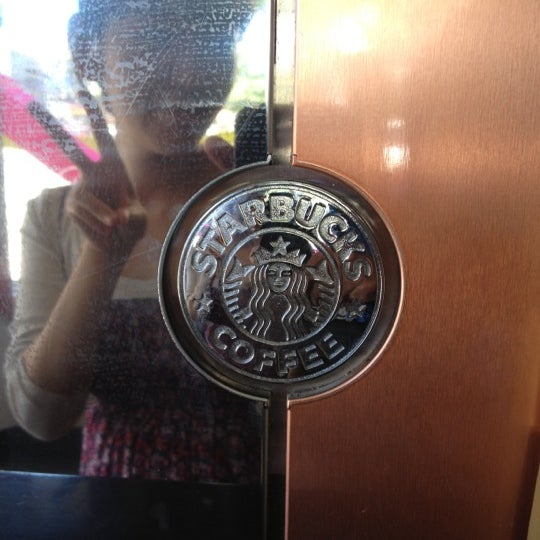 Photo taken at Starbucks by Leonardo C. on 9/2/2012