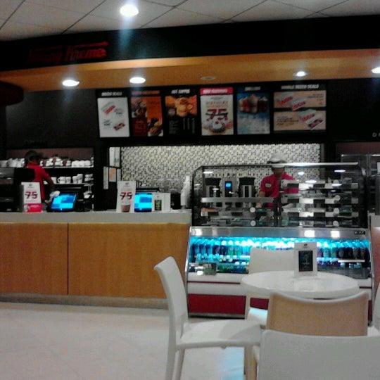 Photo taken at Krispy Kreme by Gaspar Lito M. on 7/15/2012