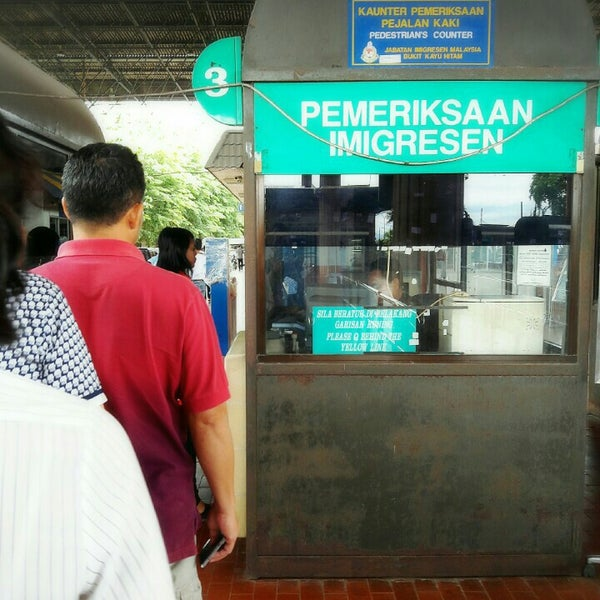 Photo taken at Bukit Kayu Hitam Immigration Complex by PoohAee K. on 5/29/2016