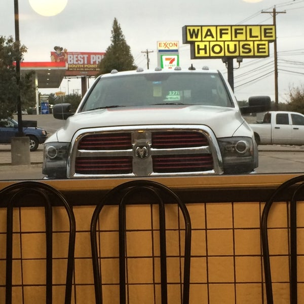 Photo taken at Waffle House by Vlad P. on 11/16/2014