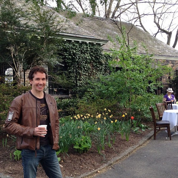 Photo taken at The New Leaf Café by Tolgar C. on 4/28/2013