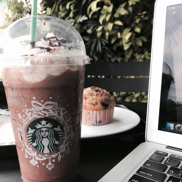 Photo taken at Starbucks by Dayday on 11/23/2016