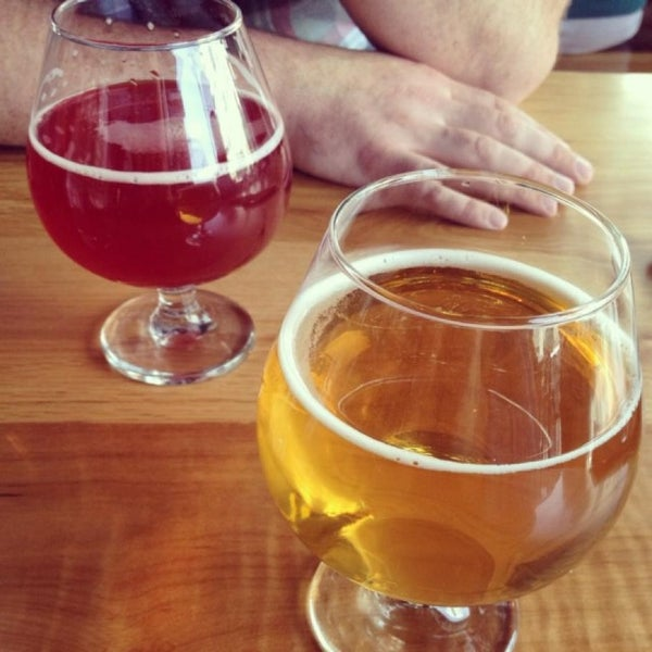Photo taken at 10 Barrel Brewing by Michelle S. on 4/27/2013