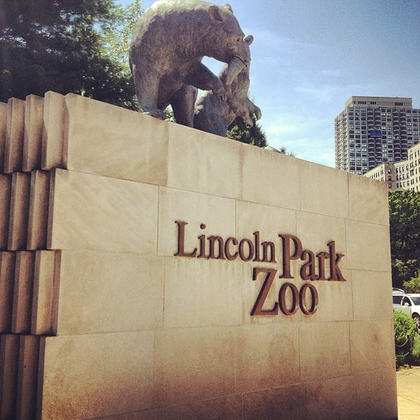 Photo taken at Lincoln Park Zoo by Matthew H. on 7/10/2013