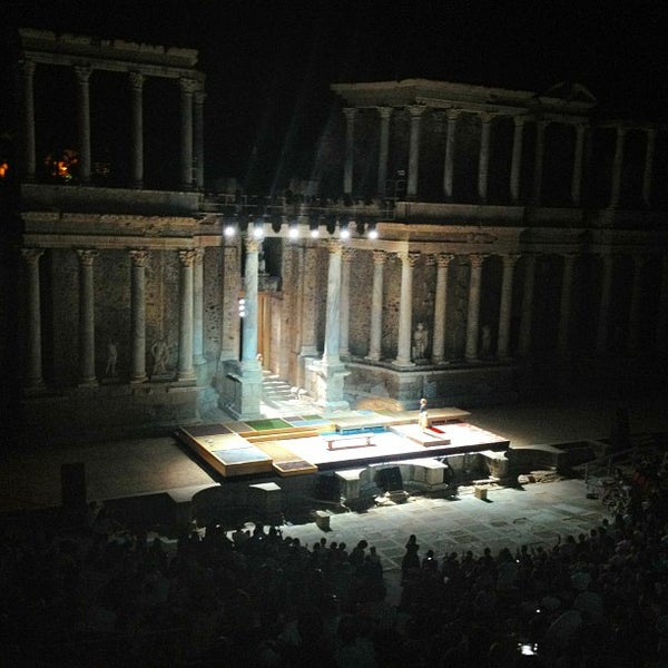 Photo taken at Anfiteatro Romano by Quercus Bar d. on 7/11/2013