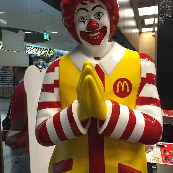 Photo taken at McDonald's (แมคโดนัลด์) by Matias C. on 3/23/2015