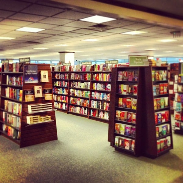 Photo taken at Barnes & Noble by Lidia S. on 1/1/2013