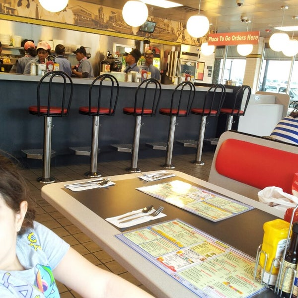 Photo taken at Waffle House by Filiz A. on 4/16/2013