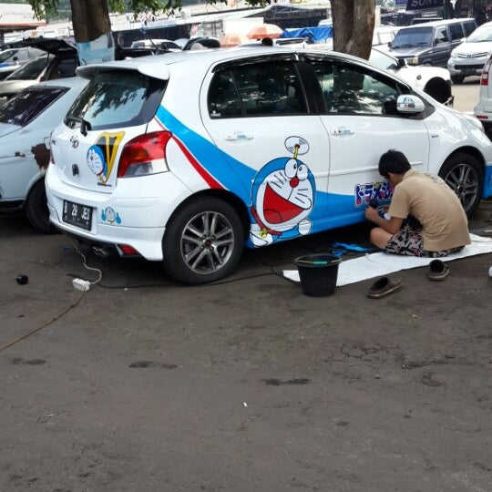 Photo taken at Pasar Mobil Kemayoran by Surjanada S. on 4/3/2014