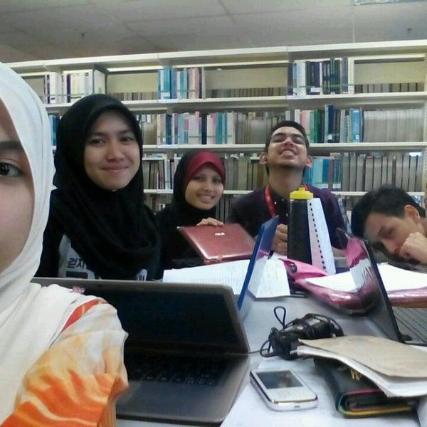Photo taken at National Library (Perpustakaan Negara) by Nurul A. on 1/21/2015