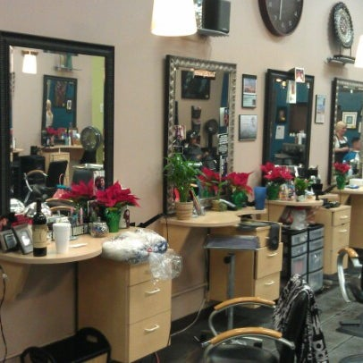 Photo taken at Split Endz Hair and Nails by Jeffrey ♊ T. on 12/7/2012