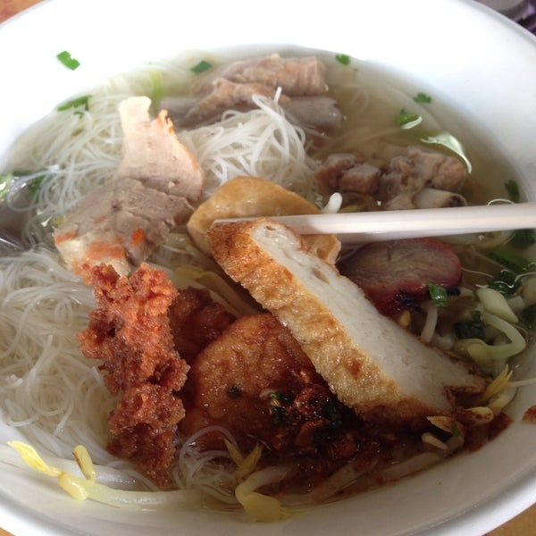 Photo taken at ร้านยกเข่ง (โล่งโต้ง) by Rak J. on 5/31/2014