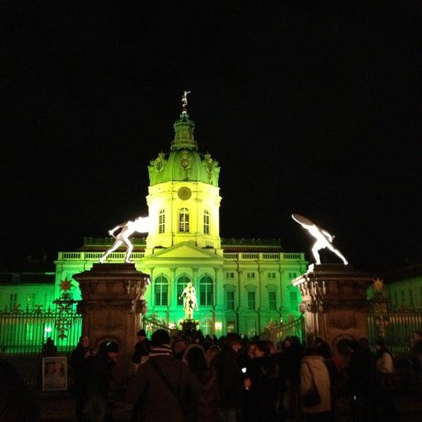 Photo taken at Weihnachtsmarkt vor dem Schloss Charlottenburg by Sören W. on 12/26/2012