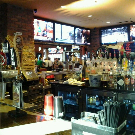 Downtown Fort Worth Apartments: Frankie's Sports Bar & Grill